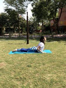 Bhujangasana : une posture de yoga qui soulage le mal de dos.