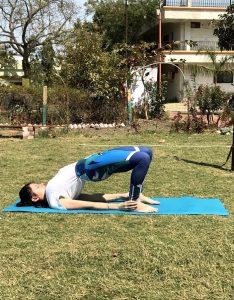 Setu Bandhasana : une posture de yoga pour soulager le mal de dos.